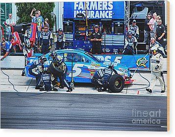 Kasey Kahne's Last Stop Before Victory Wood Print by Tony Cooper