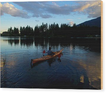 Kayaking Sunset Wood Print by Guy Hoffman