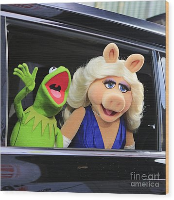 Kermit Takes Miss Piggy To The Movies Wood Print by Nina Prommer