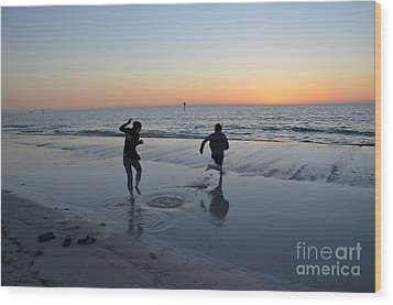 Wood Print featuring the photograph Kids At The Beach by Robert Meanor