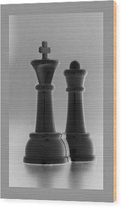 King And Queen In Black And White Wood Print by Rob Hans