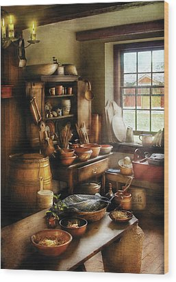 Kitchen - Nothing Like Home Cooking Wood Print by Mike Savad