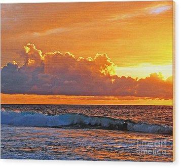 Kona Golden Sunset Wood Print by David Lawson