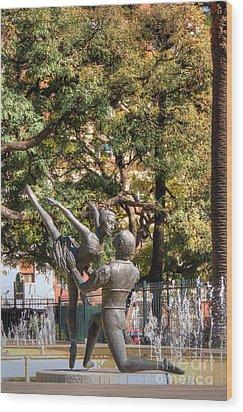 La Fuento De Los Bailarines Wood Print by Deborah Smolinske
