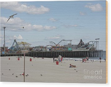 Labor Day At The Pier  Wood Print by Laura Wroblewski