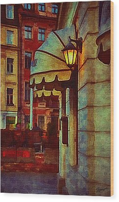 Lantern At The Cafe Wood Print by Gynt