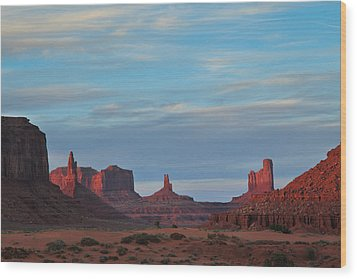 Wood Print featuring the photograph Last Light In Monument Valley by Alan Vance Ley