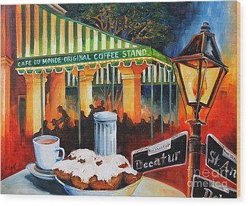 Late At Cafe Du Monde Wood Print by Diane Millsap