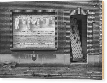 Laundry And Abandoned House Wood Print by Dirk Ercken