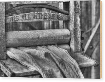 Wood Print featuring the photograph Laundry by Dawn Currie