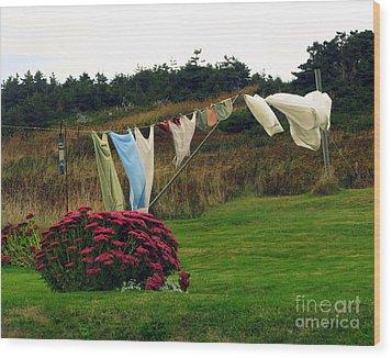 Laundry Wood Print by Patricia Januszkiewicz