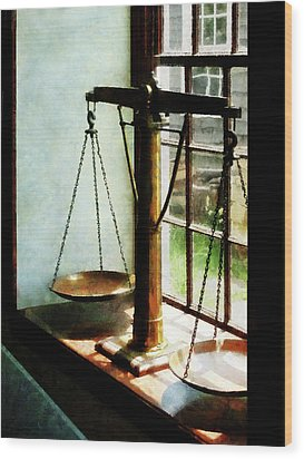 Lawyer - Scales Of Justice Wood Print