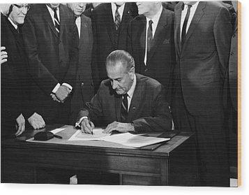 Lbj Signs Civil Rights Bill Wood Print by Underwood Archives Warren Leffler