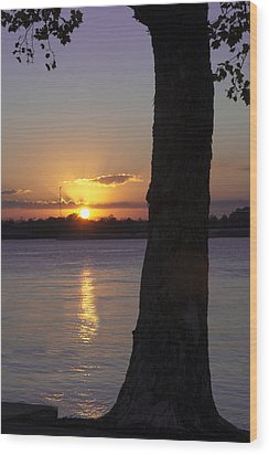Wood Print featuring the photograph Leake Avenue Mississippi River Sunset by Ray Devlin