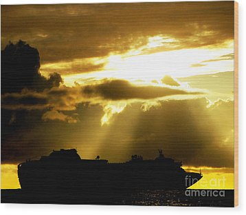 Wood Print featuring the photograph Leaving Kona by David Lawson