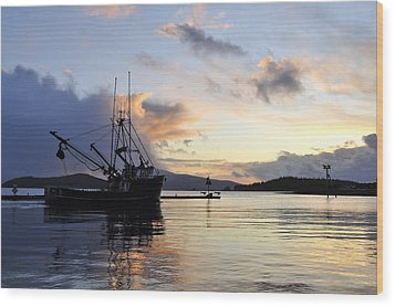 Wood Print featuring the photograph Leaving Safe Harbor by Cathy Mahnke