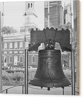 Liberty Bell And Independence Hall Bw Wood Print by Barbara McDevitt