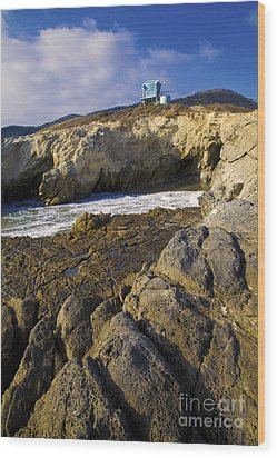 Lifeguard Tower On The Edge Of A Cliff Wood Print by David Millenheft