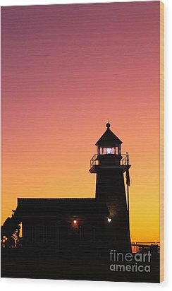 Wood Print featuring the photograph Lighthouse 1 by Theresa Ramos-DuVon