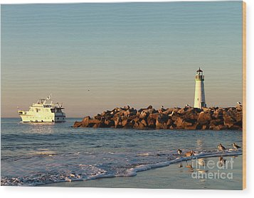 Wood Print featuring the photograph Lighthouse 8 by Theresa Ramos-DuVon