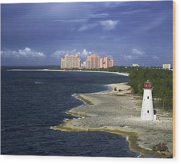 Lighthouse On Colonial Beach With Atlantis Paradise Resort Bahamas Wood Print