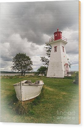 Lighthouse Victoria By The Sea Pei Wood Print by Edward Fielding