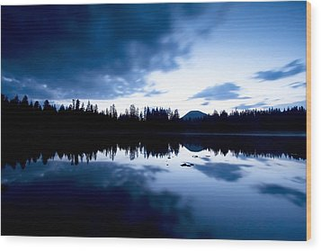 Lilly Lake Wood Print by Darryl Wilkinson