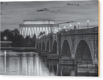 Lincoln Memorial And Arlington Memorial Bridge At Dawn II Wood Print