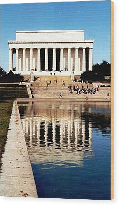 Lincoln Memorial Wood Print by Daniel Thompson