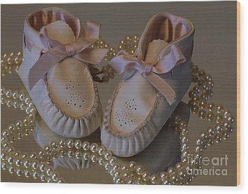 Wood Print featuring the photograph Little Girls To Pearls by Sharon Elliott