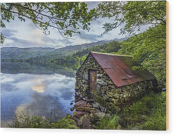 Llyn Gwynant Boathouse Wood Print