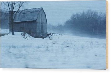 Lomesome Hip Roofed Barn Over Looking The Back Forty Wood Print by Rosemarie E Seppala