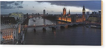 London At Dusk Wood Print by Gary Lobdell