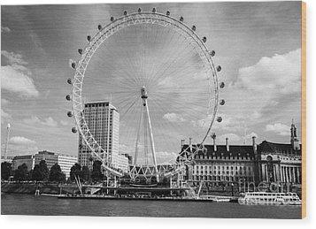 Wood Print featuring the photograph London Eye Head-on Bw by Matt Malloy