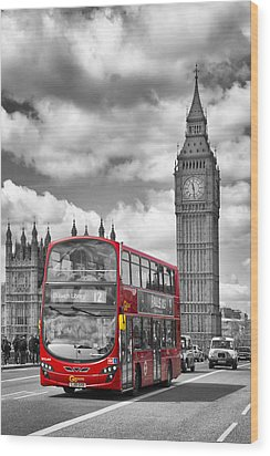 London - Houses Of Parliament And Red Bus Wood Print