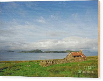 Looking To The Summer Isles Wood Print by John Kelly