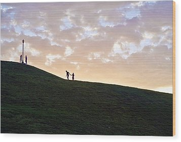 Lovers On Federal Hill At Dusk Wood Print