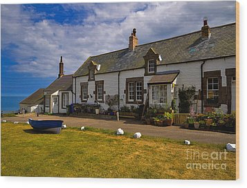 Low Newton By The Sea Wood Print by Louise Heusinkveld
