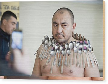 Magnet Man' World Record Attempt, Wood Print by Science Photo Library