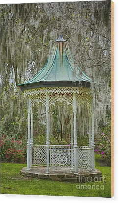 Magnolia Plantation Gazebo Wood Print