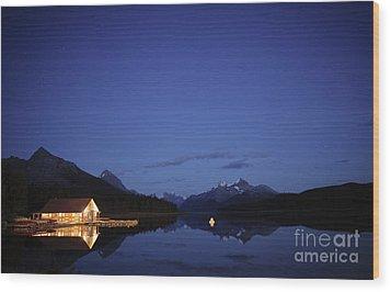 Maligne Lake Boathouse At Night Wood Print by Dan Jurak