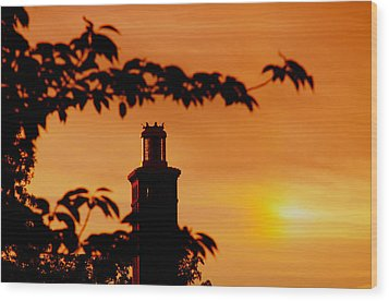 Wood Print featuring the photograph Mamaroneck Lighthouse Nearing Sunset by Aurelio Zucco