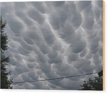 Wood Print featuring the photograph Mammatus Clouds Over Yorkton by Ryan Crouse