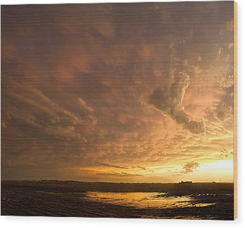Wood Print featuring the photograph Mammatus Clouds by Rob Graham