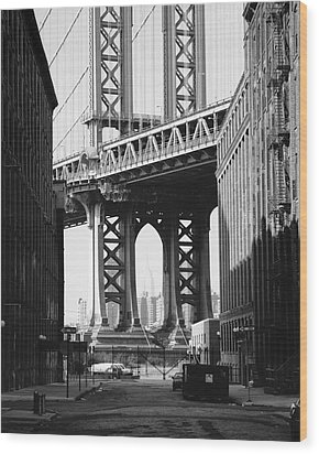 Manhattan Bridge Wood Print by Dave Beckerman