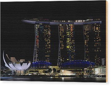 Marina Bay Sands Integrated Resort Hotel And Casino And Artscience Museum Singapore Marina Bay Wood Print by Imran Ahmed
