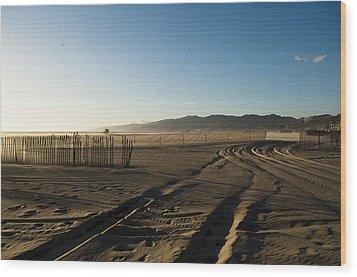 Mark In The Sand - Santa Monica Beach Wood Print by Oscar Karlsson