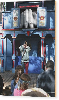 Maryland Renaissance Festival - A Fool Named O - 12123 Wood Print by DC Photographer