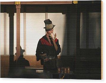 Maryland Renaissance Festival - Johnny Fox Sword Swallower - 121278 Wood Print by DC Photographer