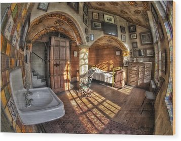 Master Bedroom At Fonthill Castle Wood Print by Susan Candelario
